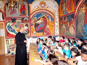 """Parohia Sf. Pantelimon – """"O oră de religie «altfel»"""" la Şcoala """"Maica Domnului"""""""