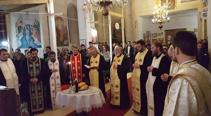 Rugăciune înălţată de tinerii din Sectorul 2 pentru cei afectaţi de tragediile din Bucureşti şi Paris