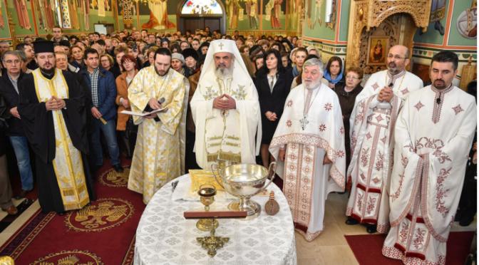 Patriarhul României la Parohia Vatra Luminoasă din Capitală