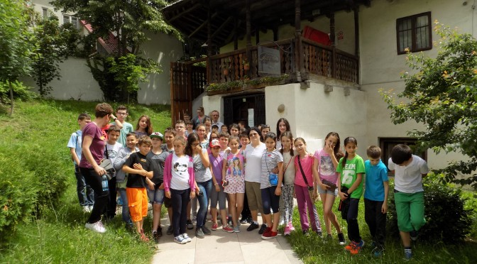 Parohia Andronache susține educația
